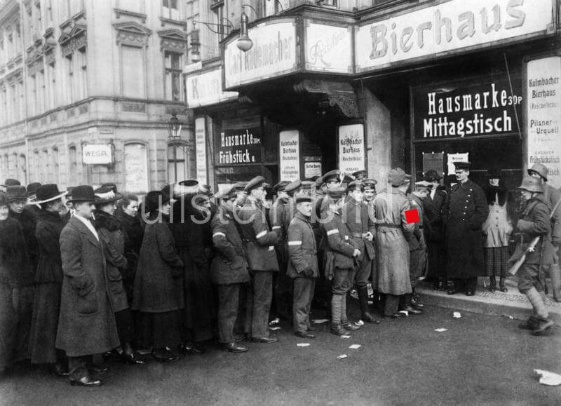 Elections to the German National Assembly: people queuing in front of a polling station in Berlin, among the waiting crowd a number of soldiers