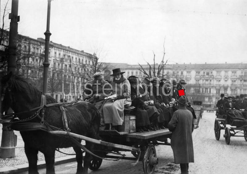 German Empire, general strike in Berlin, striking of the public transportation, passengers sitting on a private horse cart - Photographer: Conrad Huenich- 1919Vintage property of ullstein bild