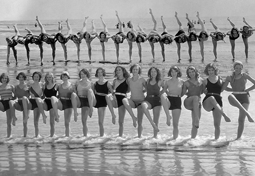 Symbolic photo for Postcards: Tiller Girls on the beach 1930